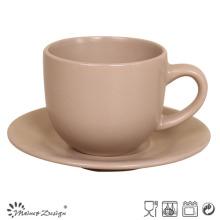 Taza y platillo de café de cerámica mate marrón