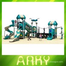 Équipement d'exercice de terrain de jeux extérieur tire vers le haut