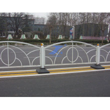 Städtischer Zaun, der für Straße benutzt wird