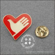 Insigne de volontaire de forme de coeur, épinglette faite sur commande (GZHY-LP-092)