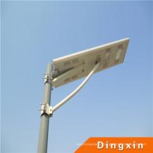 Réverbères intégrés de la puissance solaire LED de 30W avec du CE RoHS