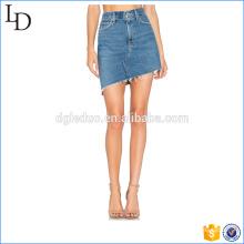 Saia denim bainha assimétrica desfiada lavada saia jeans denim azul