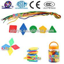 Plastikpädagogisches Knopffadenspielzeug