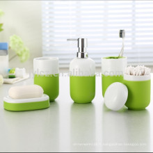 Ensemble d'accessoires de salle de bains en céramique avec manchon en silicone pour une prise facile