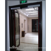 Abridor de portas giratório com hotéis e restaurantes