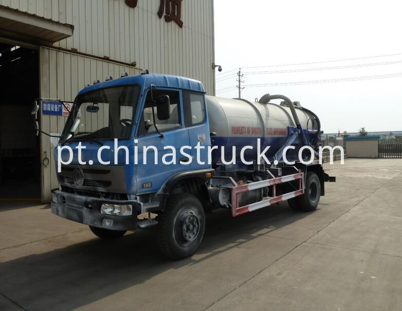 Sewage suction tank truck 2