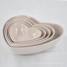 Alta qualidade salada e frutas em casa coração em forma de tigela de cozinha