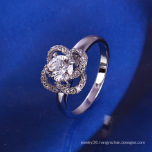 Xuping Fashion Flower Silver Ring with Rhodium Plating and Synthetic CZ