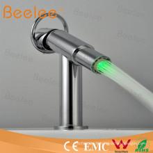 Robinet de bassin de robinet de mélangeur de l'hydroélectricité LED (froid et chaud) Qh0618f
