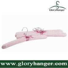 Moda rosa cetim acolchoado cabide para loja de roupas