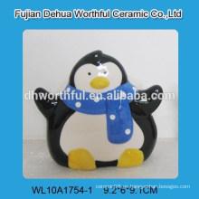 Sostenedor simple de la servilleta de cerámica con diseño del pingüino