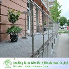 Современные сетчатые ворота и ограждения из нержавеющей стали