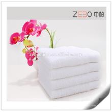 100% algodón suave y buena agua absorbente al por mayor toalla de baño blanco