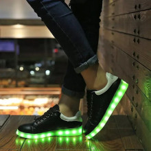Beliebten Mode-Glow LED Schuhe Großhandel