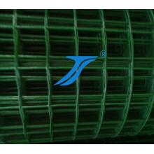 Fazenda revestida de PVC e cerca de campo de pastagem (ISO)