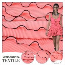 A tendência de poliéster rosa granel paris plissado tecido chiffon