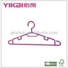 Colgador de plástico colorido con estantes para corbata y barra de pantalones