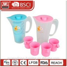 chaleira de água plástico 2L com 4 copos