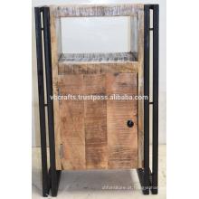 Tijolo industrial de metal metálico de armário de madeira