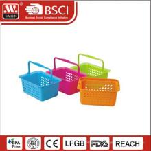 пластиковые корзины под рукой