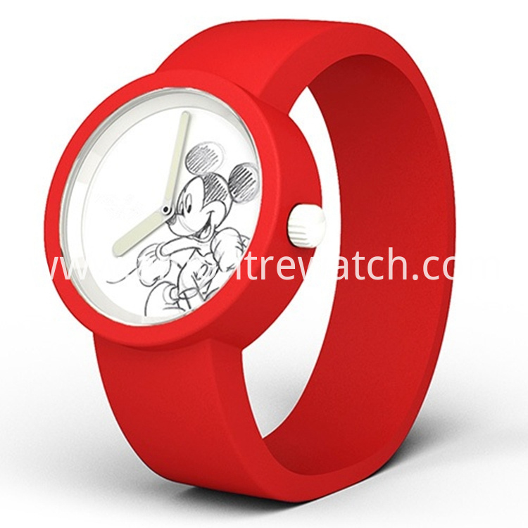 child watch red colour