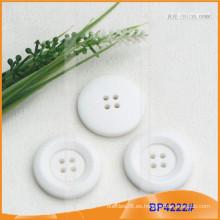 Botón de poliéster / botón de plástico / botón de camisa de resina para el escudo BP4222