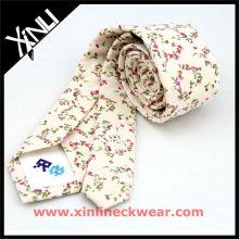 Coton avec des liens personnalisés de conception de belle fleur