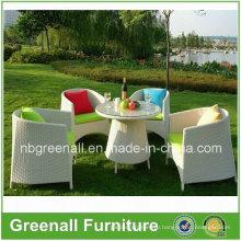Плетеные столы и стулья для кафе