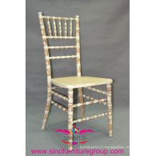 Pour l'évènement la chaise de chiavari à la chaux