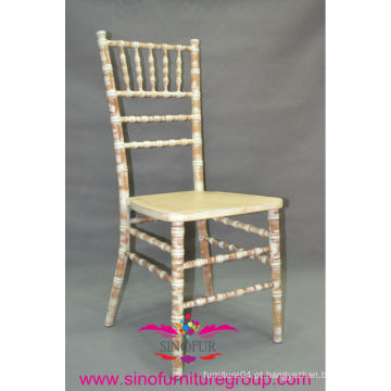 Para o evento lime wash chiavari chair