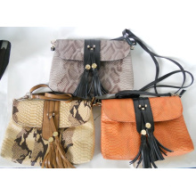 Guangzhou Wholesale Designer Tassels Decoration Corcodile Pattern Leather Crossbody Bag Women (194)