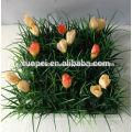 новый натуральный дешевые поддельные зеленая трава ковер/коврик с цветком для украшения сада