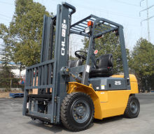 Material Handling 3.0 ton diesel industrial forklift truck with side shifter and pneumatic tyres