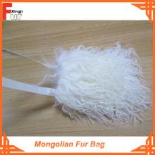 Gebleichte weiße mongolische Pelztasche