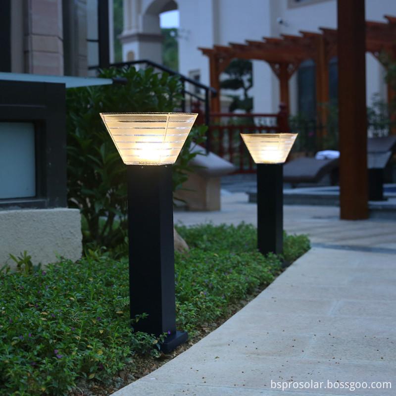 Black aluminum courtyard solar spotlight