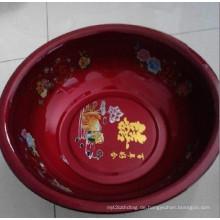 Rotes rundes Becken mit unterschiedlicher Größe