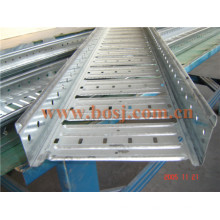 Galvanisé Perforated Metal Metal Tray-Protection Rouleau formant Making Machine Egypte