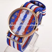 Vente en gros Alibaba promotion flashing geneva platine montres en gros