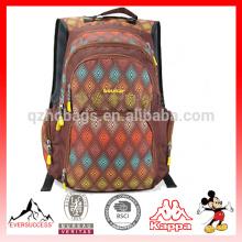 2016 mochila de moda diseño de ocio adecuado para escuela / senderismo varios colores