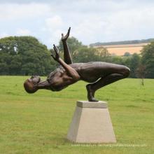 Lebensgroße Gartendekorationmetallskulptur männliche nackte Bronzestatuen