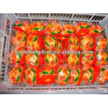Свежий мандарин в пластиковом чемодане