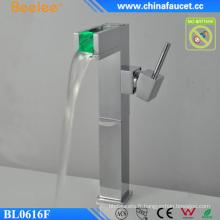 Robinet de contrôle de la température de la lumière de la salle de bains Robinet automatique Robinet