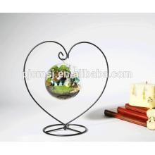 Vase de forme de coeur avec le vase en verre accrochant en cristal pour des mariages