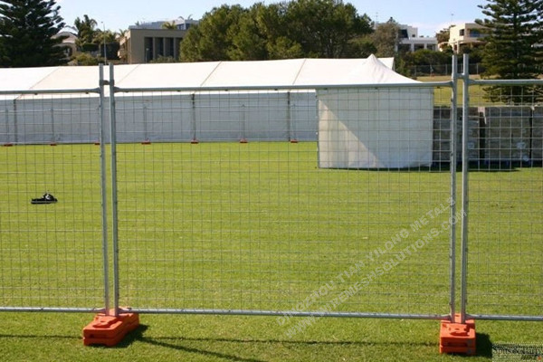 2.4m Galvanized Temporary Fence With Block And Clamps