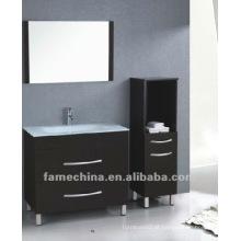 Vaidade do banheiro tradicional de estilo europeu