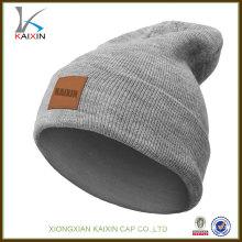 2016 conception personnalisée de haute qualité en tricot beanie avec étiquette en cuir