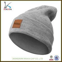 2016 custom design high quality knit beanie with leather label