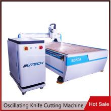 Couteau tangentiel oscillant pour couper le carton