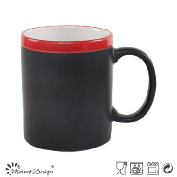 Autocollant noir en céramique de couleur changeante de 11oz avec la jante rouge