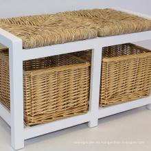 Banco de almacenamiento de madera blanco de dos plazas con cestas de mimbre y asientos